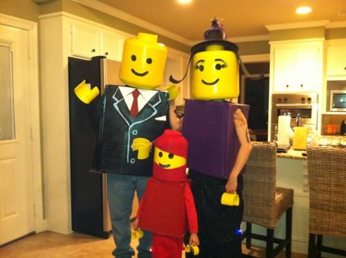 Идея костюма Lego для всей семьи