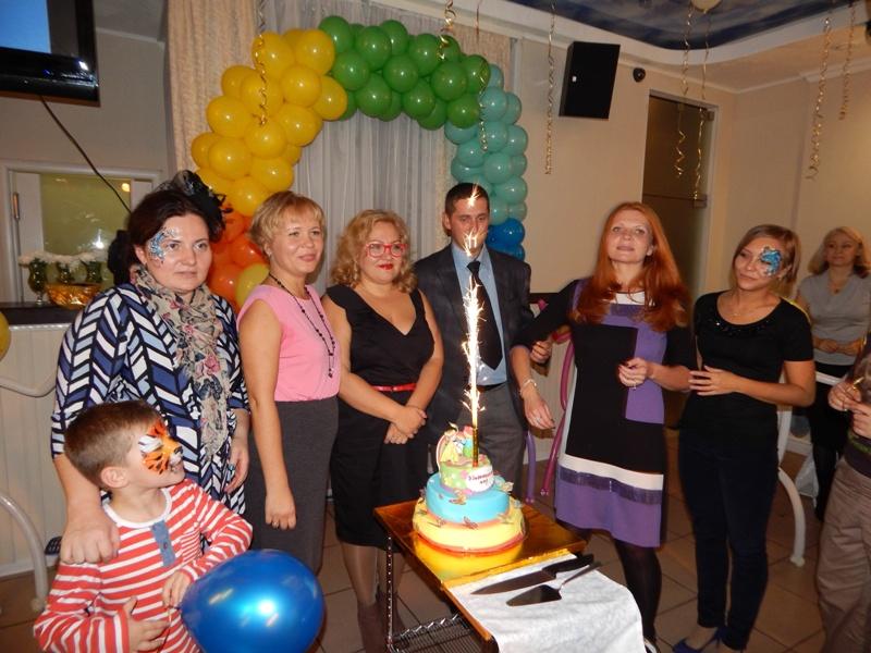 трехэтажный торт на день рожденияторт